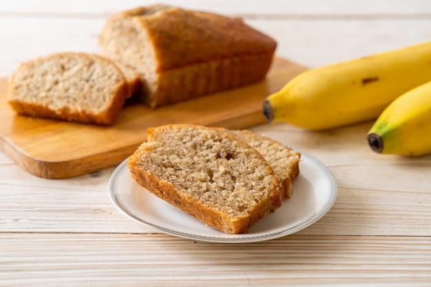 自家製バナナブレッドまたはスライスしたバナナケーキ