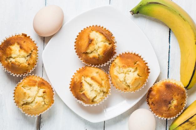 Домашние банановые орехи-кексы готовы съесть