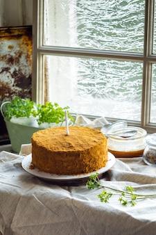 キャンドル付き自家製バースデーケーキ