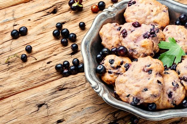 Домашнее печенье из черной смородины