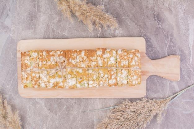 Pane fatto in casa a base di farina di frumento per tutti gli usi.