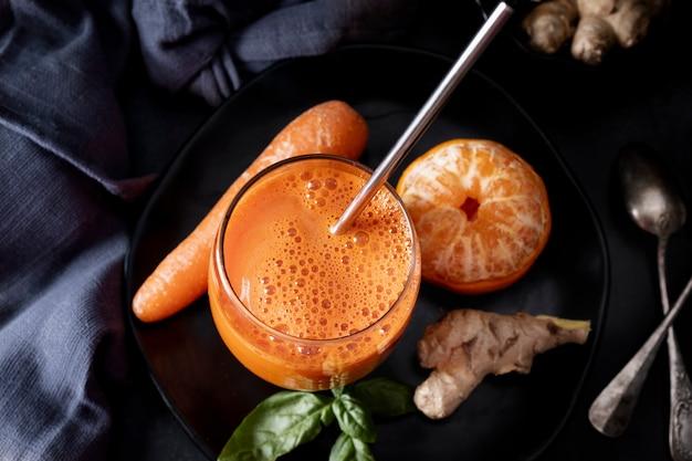 수제 당근 생강과 오렌지 주스
