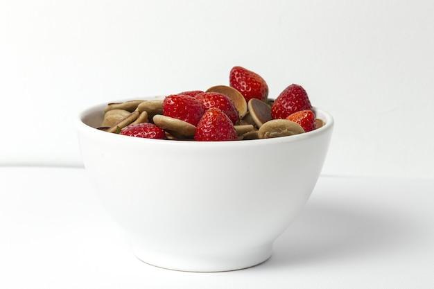 Домашние хлопья мини блин с йогуртом, медом и клубникой