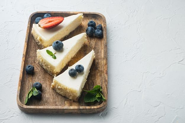 신선한 딸기와 함께 만든 치즈 케이크