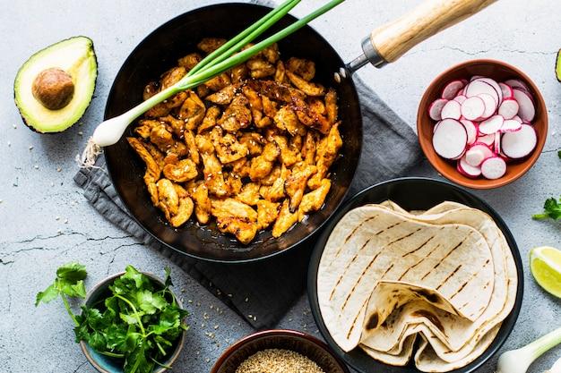 Идея рецепта еды тако с курицей