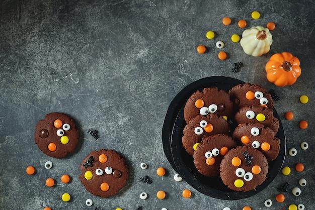 할로윈 파티를위한 수제 초콜릿 칩 쿠키
