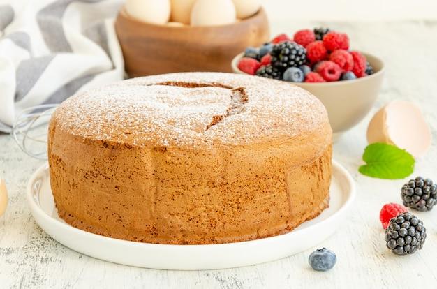 自家製のクラシックなバニラスポンジケーキまたはビスケット