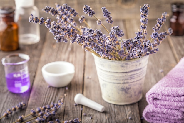 라벤더 꽃으로 만든 수제 화장품