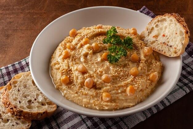 Домашний сливочный хумус с оливковым маслом