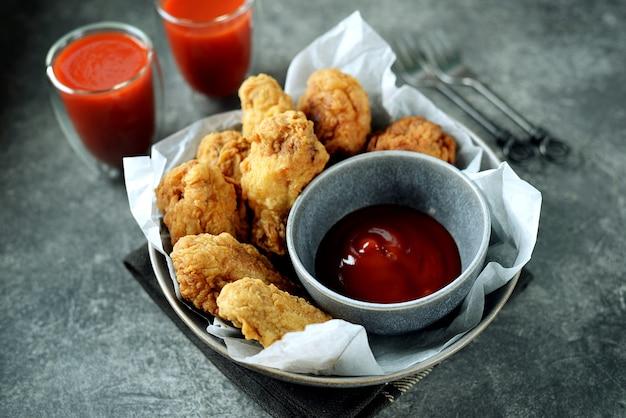 手羽先のトマトソース揚げ自家製手羽先の揚げ物