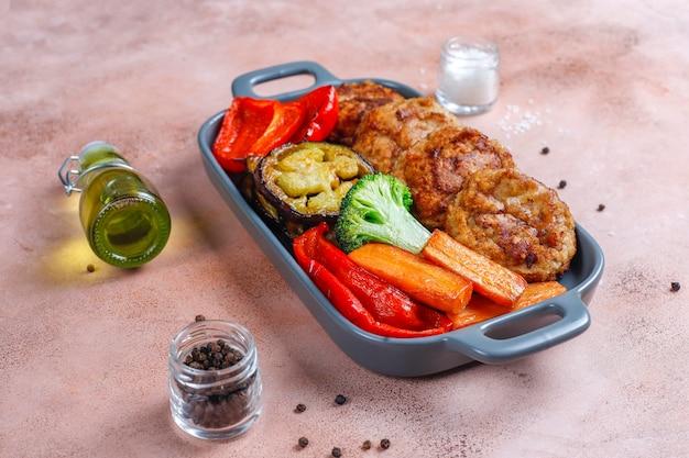 自家製のおいしいカツレツと野菜のロースト。