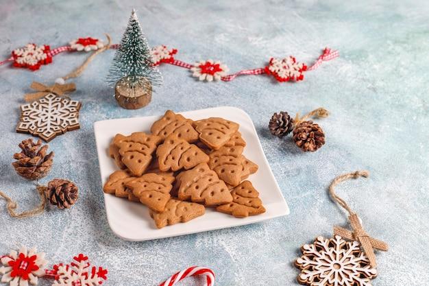自家製のおいしいジンジャーブレッドクッキー。