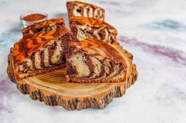 自家製のおいしいゼブラマーブルケーキ。