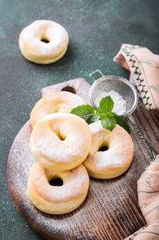 Домашние пончики с сахаром