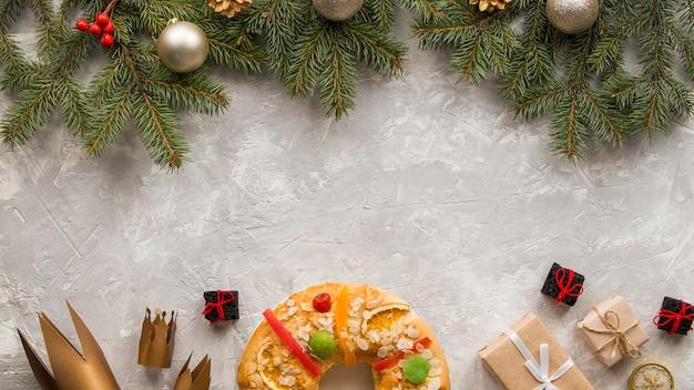Epifania fatti in casa dessert laici copia spazio piatto