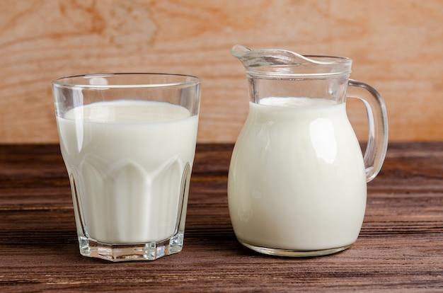 ケフィアのグラスに自家製の発酵飲料