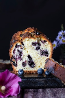 ライムとナッツの自家製フレッシュブルーベリーバターケーキ