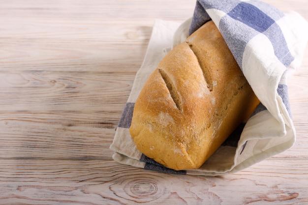 Домашний свежеиспеченный буханка хлеба