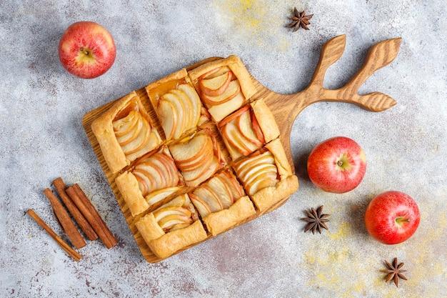 リンゴとシナモンの自家製ガレット。