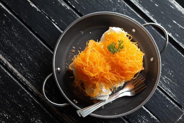 Homemade gold egg yolk thread cakes