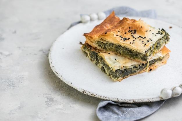 有機ほうれん草と自家製ギリシャのスパナコピタパイ