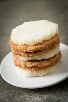 自家製もち米ハンバーガー焼き豚肉