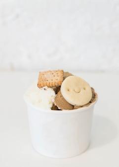 カップの自家製アイスクリーム