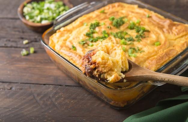 Домашний пирог ирландской овчарки с бараниной и картофелем