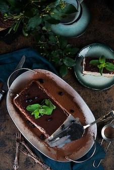 自家製イタリアンデザートティラミスケーキ