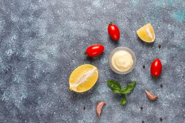 Домашний кетчуп, горчично-майонезный соус.