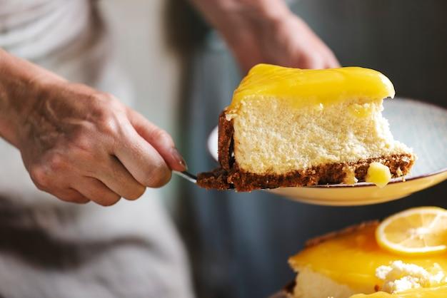 Idea di ricetta per la fotografia di cibo di cheesecake al limone fatta in casa