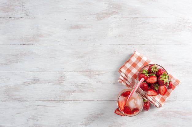 イチゴの自家製レモネード、グラスに入ったフレッシュドリンク