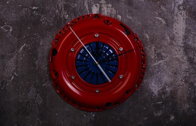 자동차 부품 피스톤 클러치 바구니로 만든 수제 로프트 스타일 시계