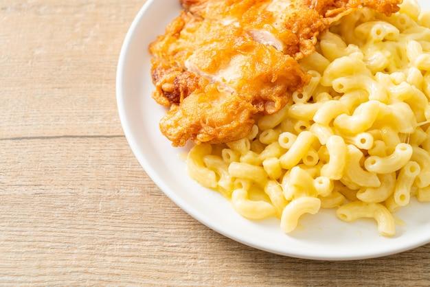 Домашние макароны с сыром и жареной курицей