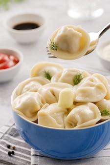 自家製肉団子-ロシアのペリメニ。肉だらけの餃子、ラビオリ。中華餃子
