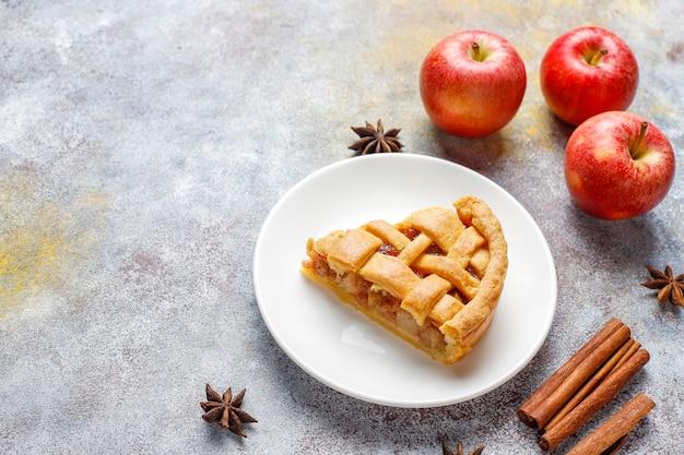 シナモン入りの自家製ミニアップルパイ。