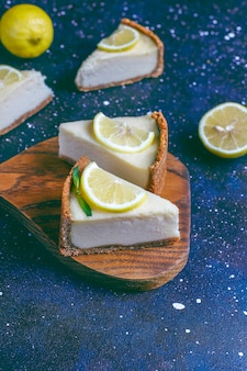 레몬과 민트로 만든 뉴욕 치즈 케이크
