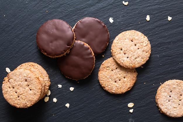自家製有機消化オート麦と小麦ふすまチョコレートディップクッキー