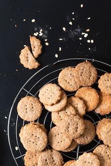 Домашнее органическое пищеварительное овсяное и пшеничное печенье с отрубями