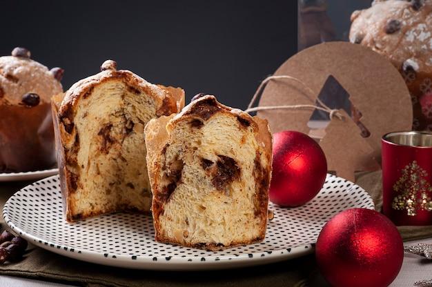 Домашний традиционный рождественский десерт панеттоне