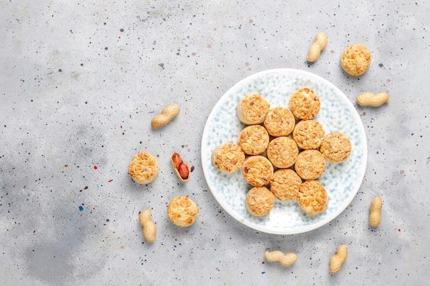 Домашнее арахисовое печенье.