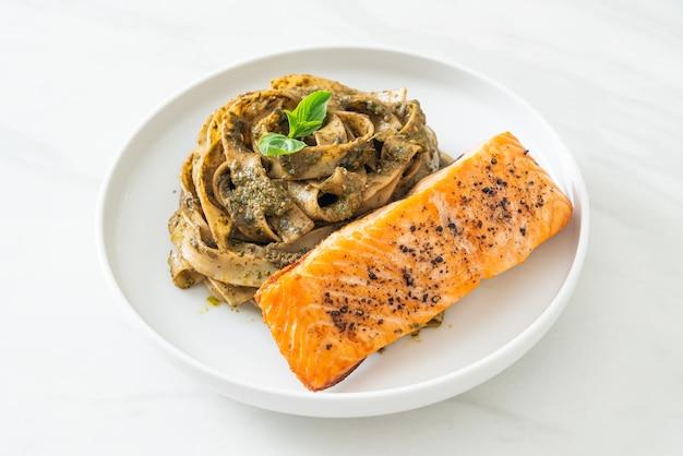 Домашняя паста с песто, феттучини, спагетти с жареным филе лосося