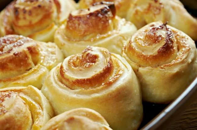 Домашний пирог. сладкие булочки крупным планом