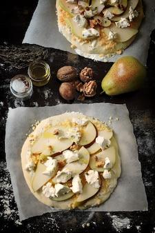 洋梨チーズとクルミの自家製ピザ