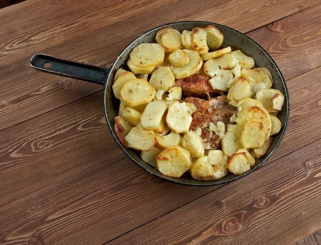 Домашняя запеченная из свинины корейка с картофелем по-деревенски