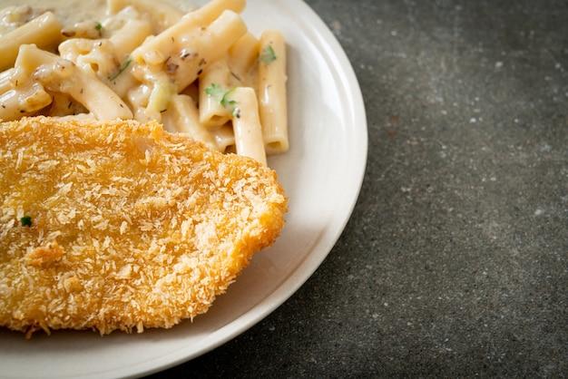Домашняя паста квадротто пенне белый сливочный соус с жареной рыбой