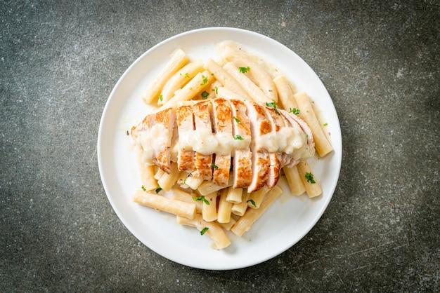 Домашняя паста квадротто пенне белый сливочный соус с жареной курицей
