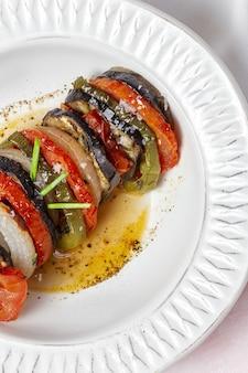 Домашнее рататуй. традиционное французское рагу из летних овощей