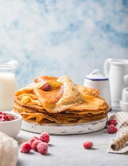朝食やデザートに薄いクレープの自家製レシピ