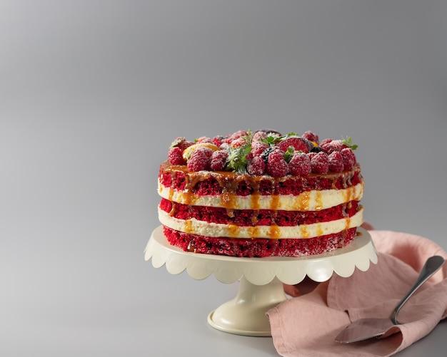 Домашний красный бархатный торт